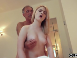 blowjob 18 yo girl kissing and fucks.. hd